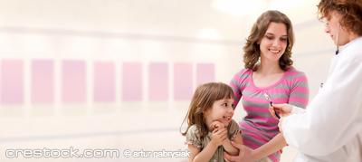 Female mature doctor examining little girl. Ro...